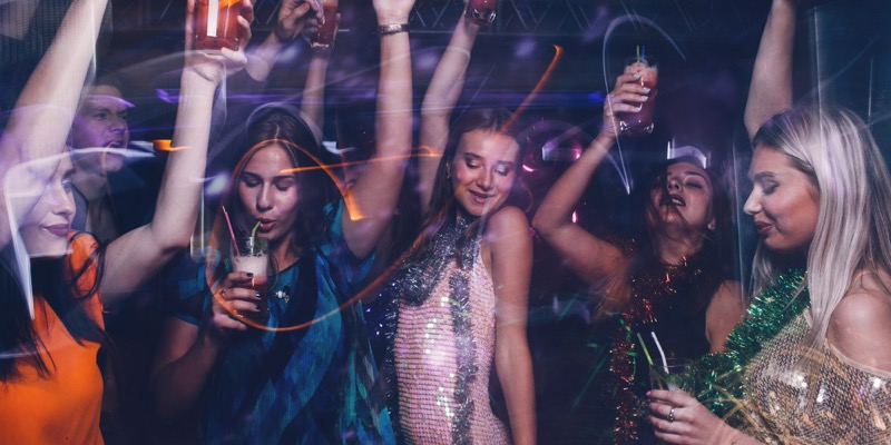 クラブや音楽フェスが大好きなウェイ系女子
